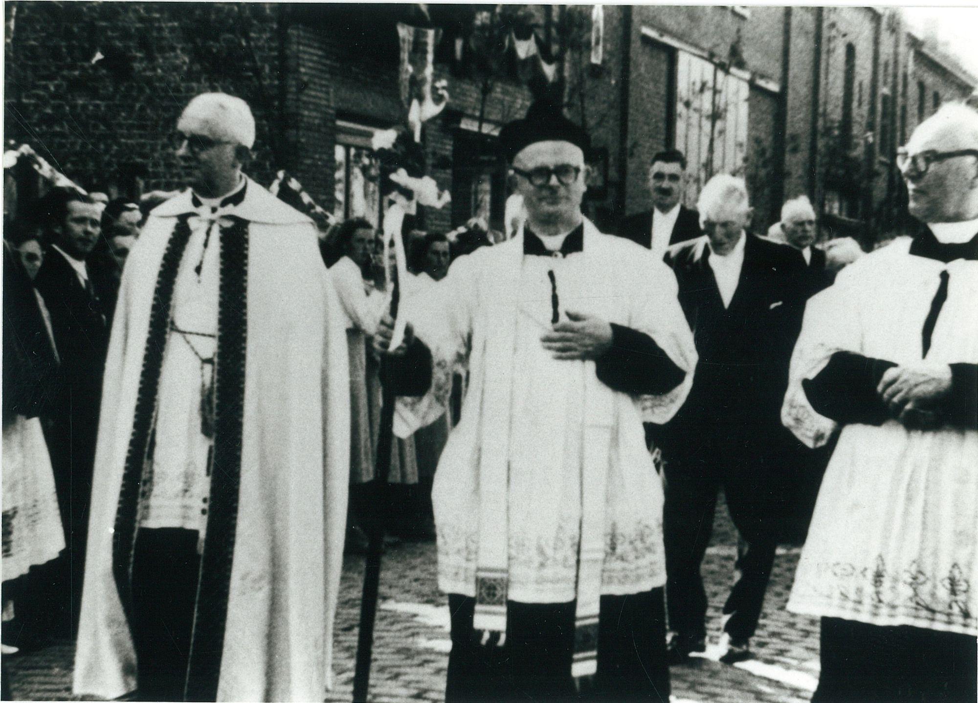 Inhuldiging pastoor Felicien Vanhouwere 1951