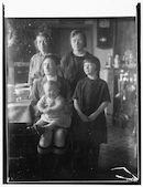 Westflandrica - Alida Staelens met kinderen