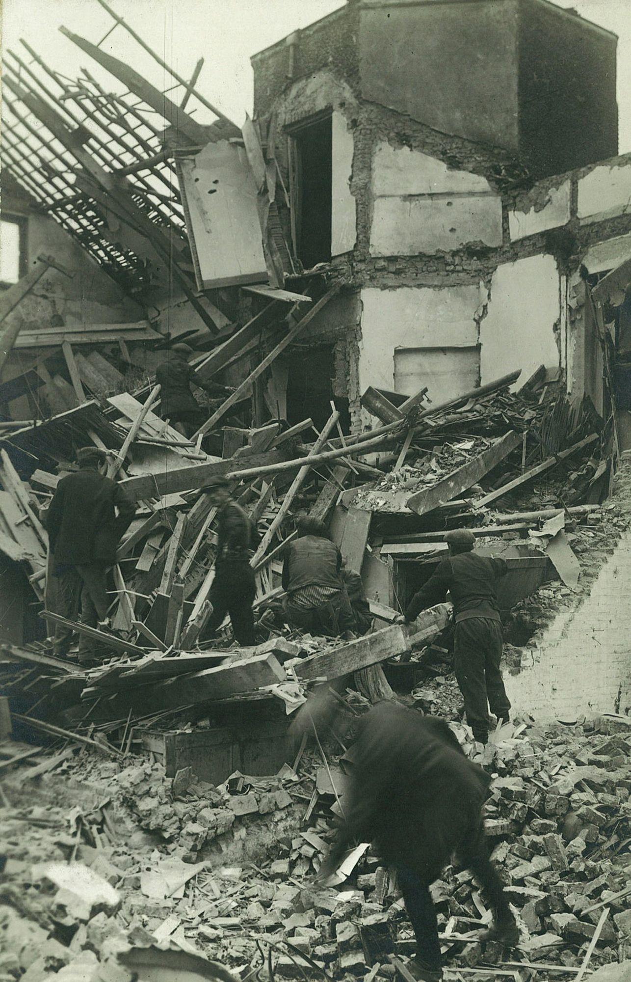 Albums Ghyoot 4_067 Aalbeeksesteenweg bombardement 05.07.1918 WO I