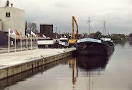 Loskaaien in de Kanaalstraat langs het kanaal Bossuit-Kortrijk in Harelbeke 2001