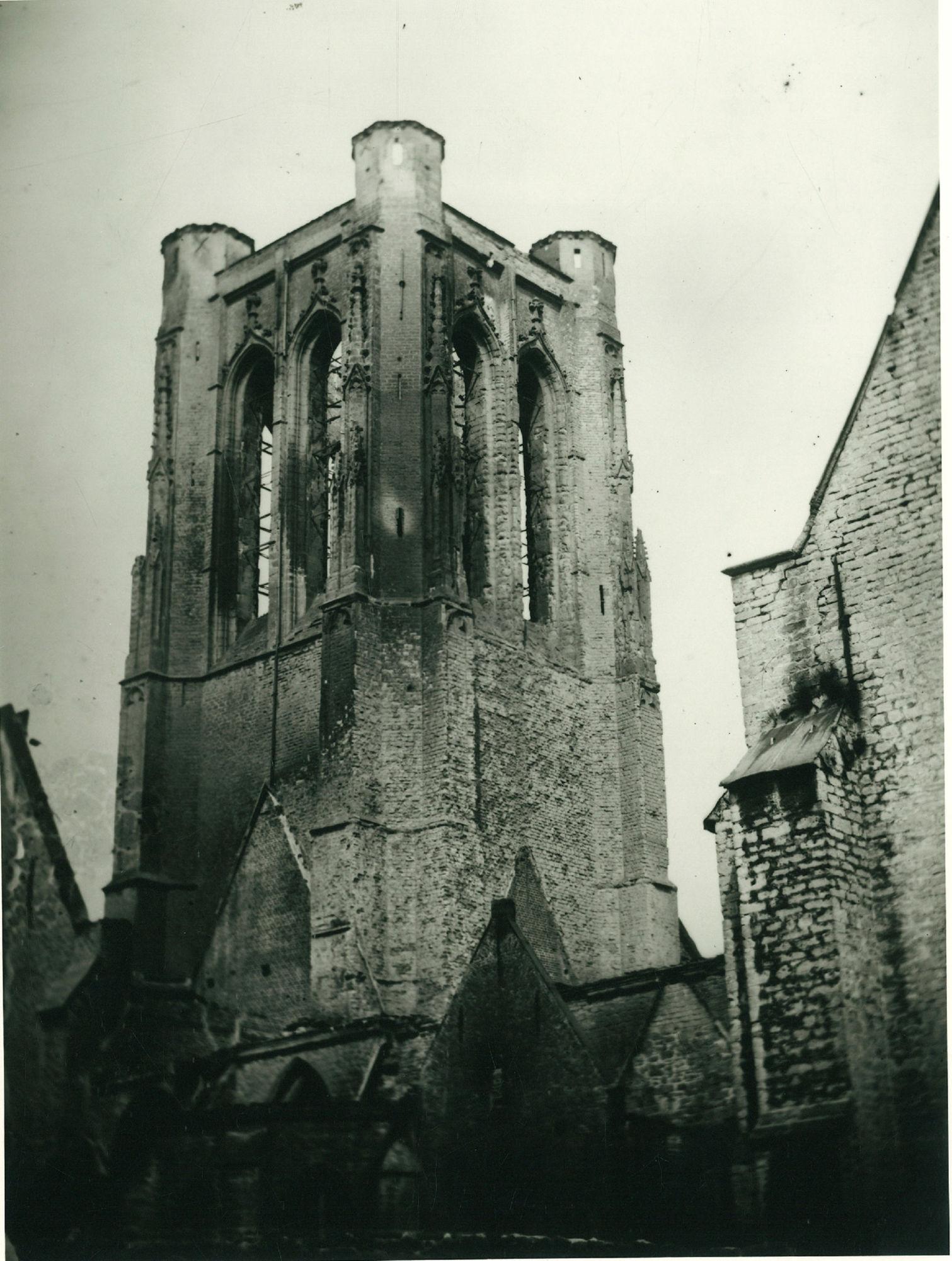 Schadebeelden Sint-Maartenskerk na brand in 1862