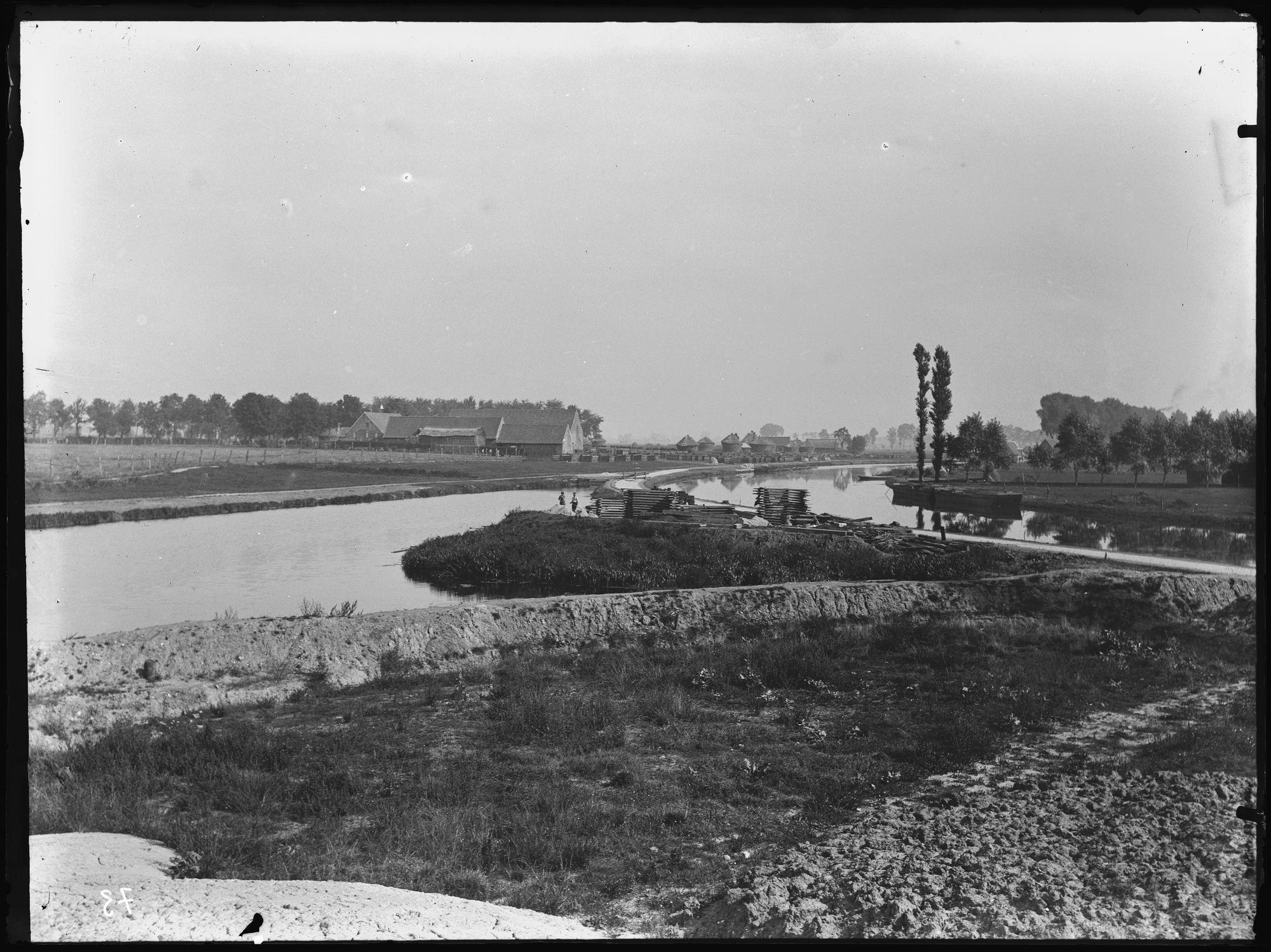 Kruising Leie-Vaart Kortrijk-Bossuit aan de Groeningebrug