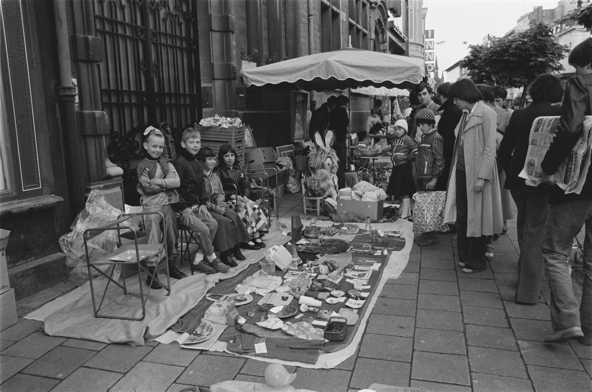 Rommelmarkt tijdens de zesde Sinksenfeesten