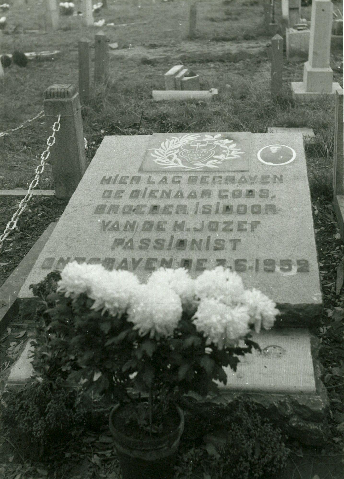 De gedenksteen voor broeder Isidoor