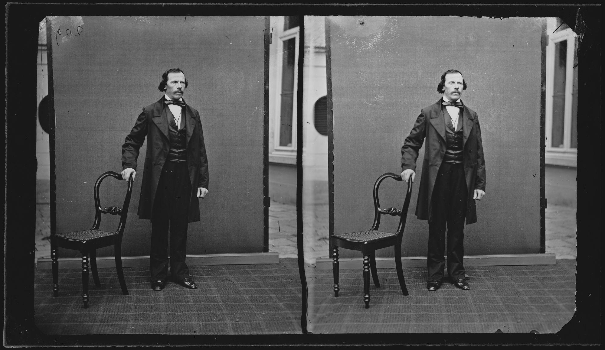 Portret van man in kostuum