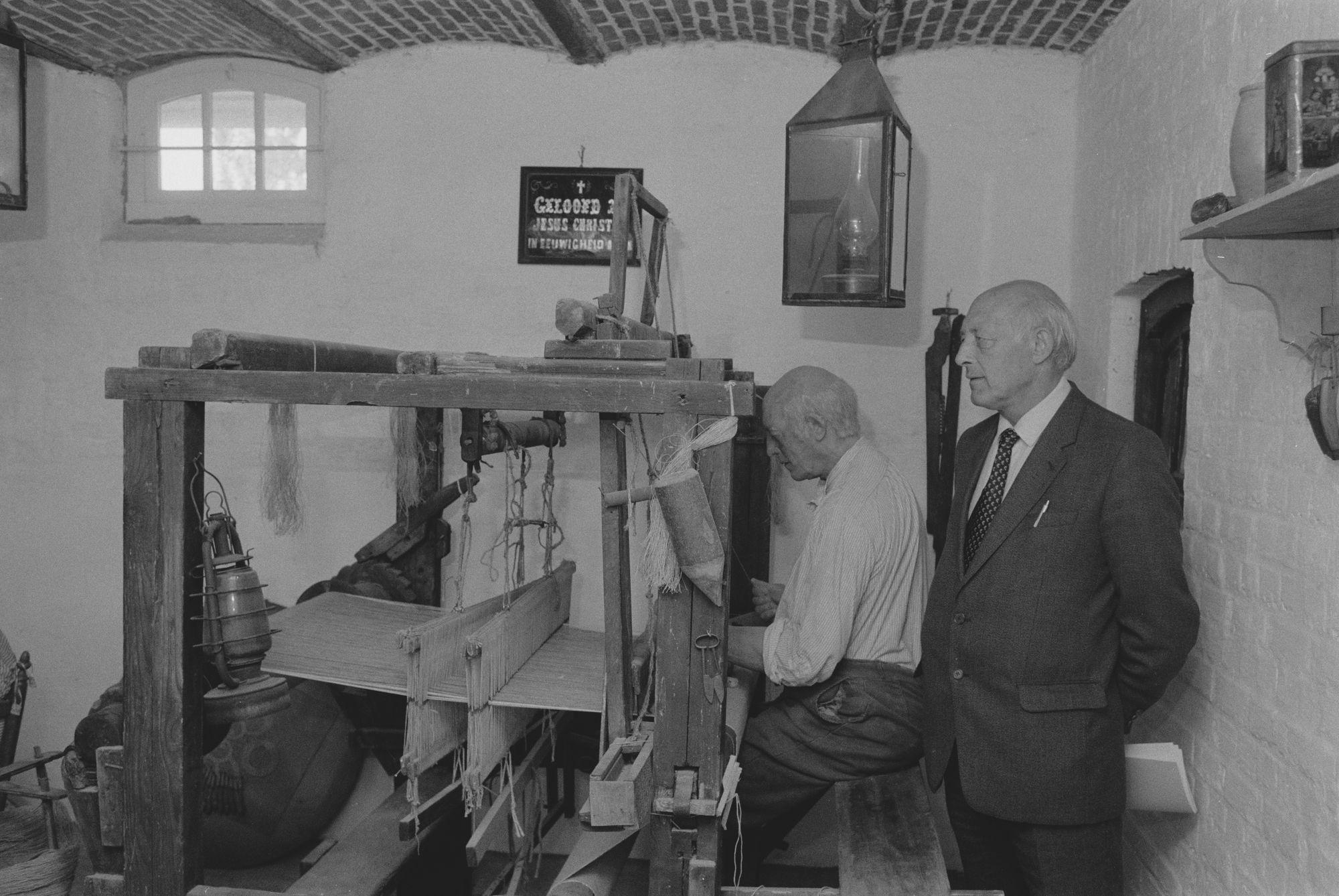 Vlasmuseum: handweefgetouw