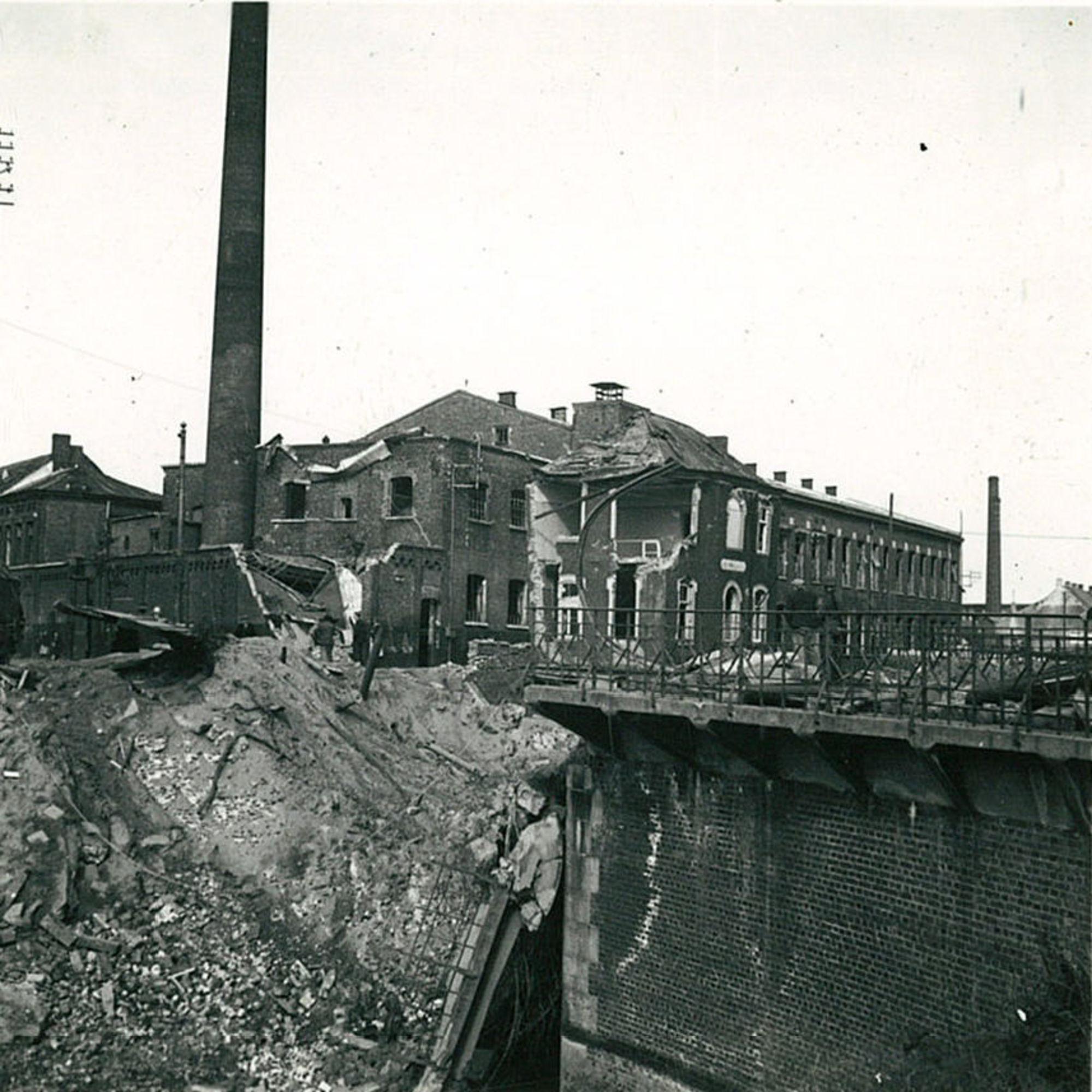 De brug over het kanaal in mei 1940