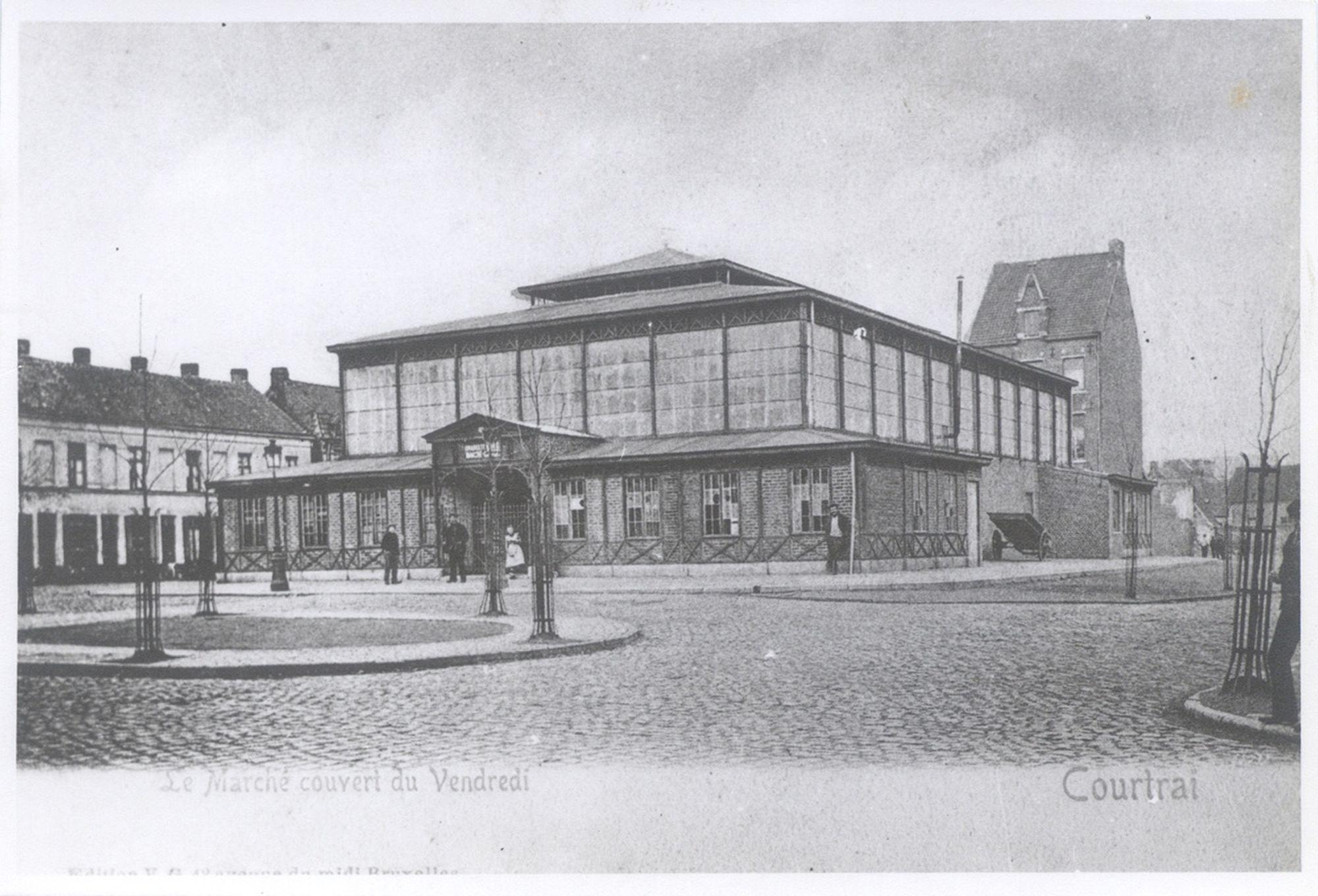 De overdekte markt op het Sint-Amandsplein