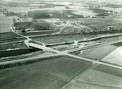 Afwerking nieuwe sluis op het kanaal Bossuit-Kortrijk te Moen 1979
