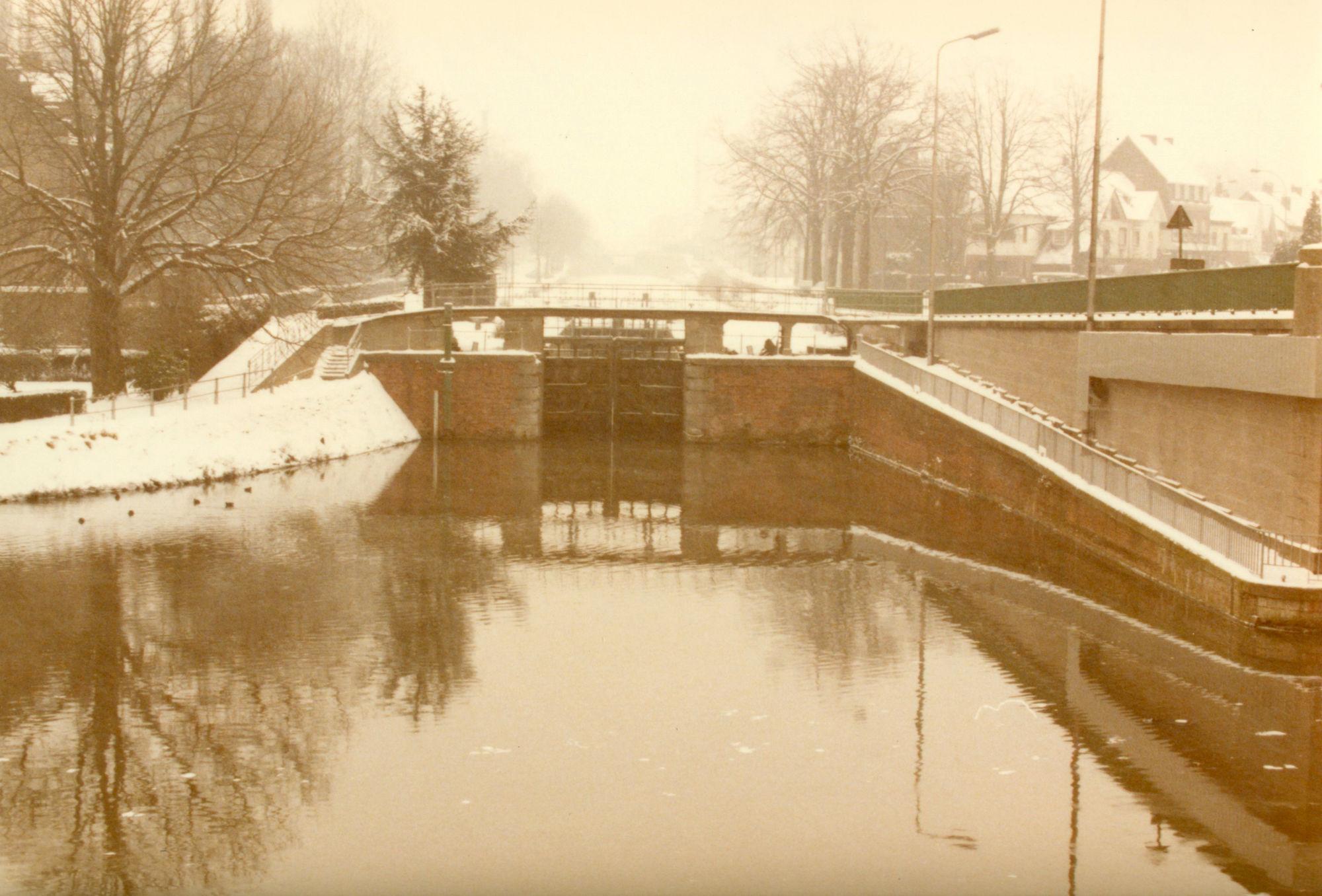Sluis Nr. 11 op het Kanaal Bossuit-Kortrijk dat uitmondt in de Leie te Kortrijk 1985