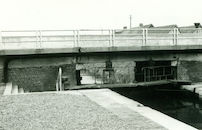 Brug over de sluis Nr. 6 op het Kanaal Bossuit-Kortrijk te Zwevegem 1981