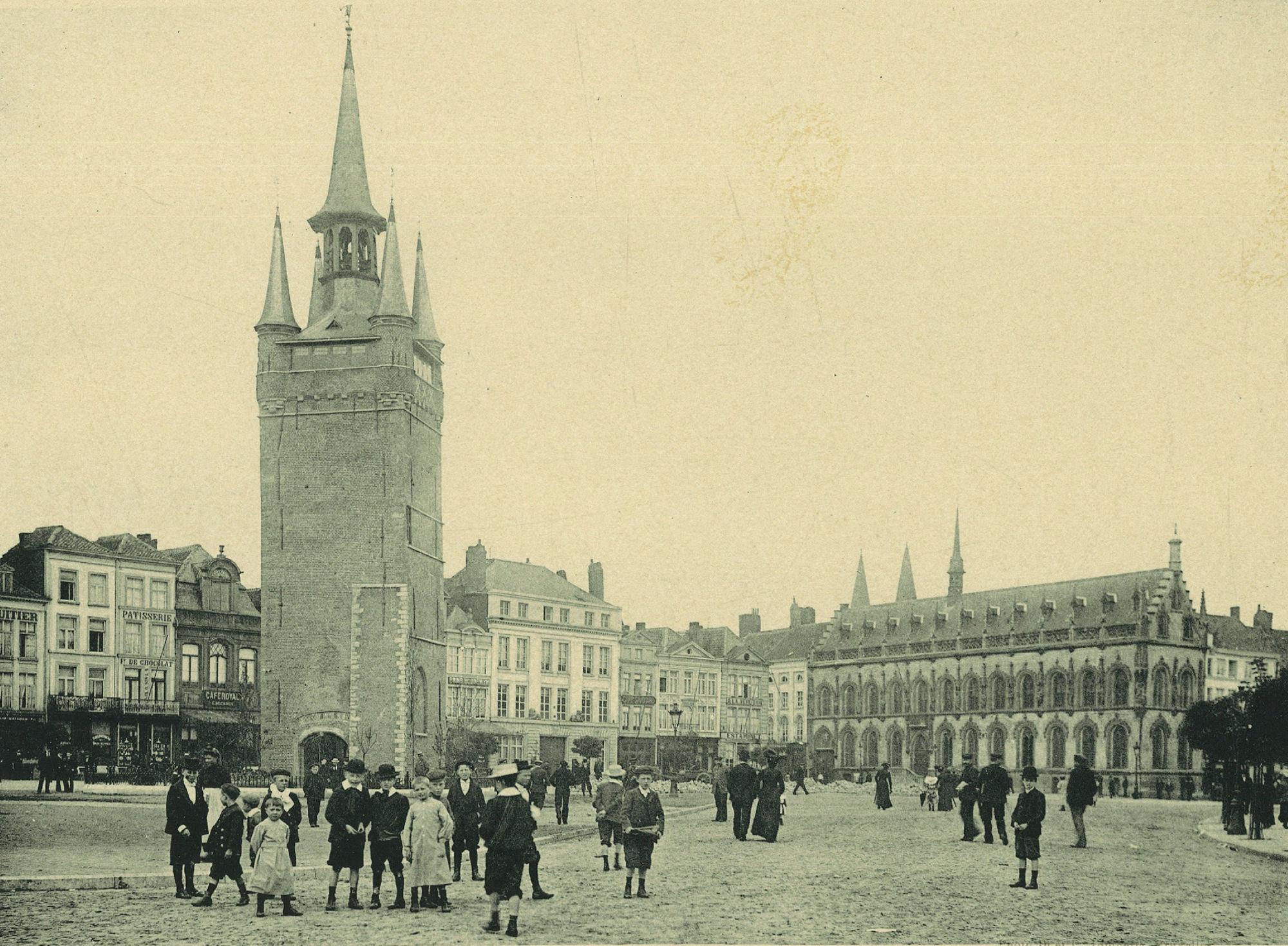 De Grote Markt Kortrijk in 1902