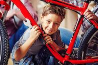 Jongen met fiets