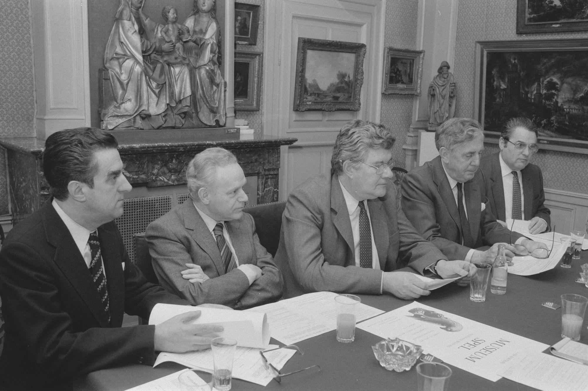 De Kortrijkse museumcommissie in 1982