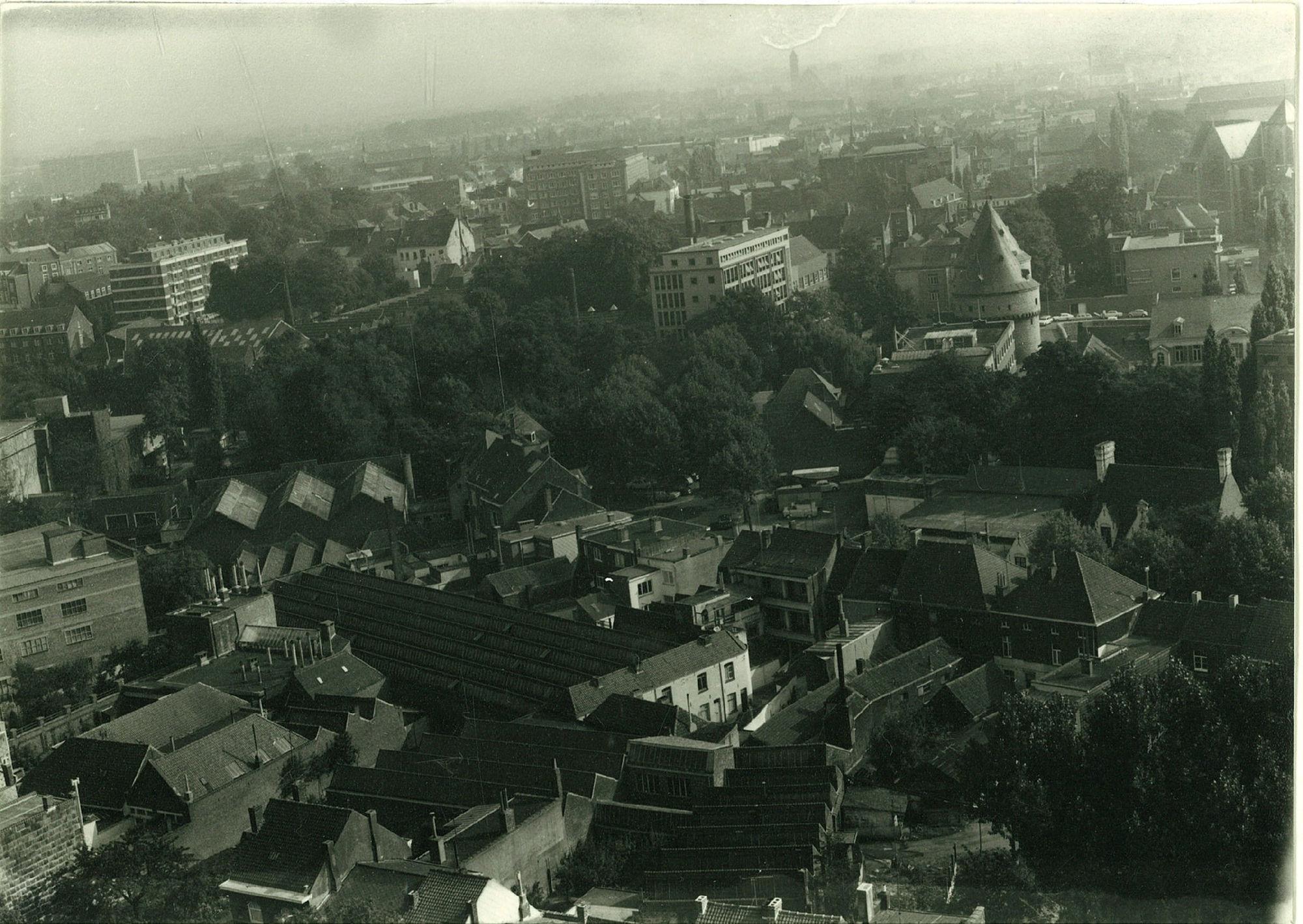 Luchtfoto met onder andere Broeltorens