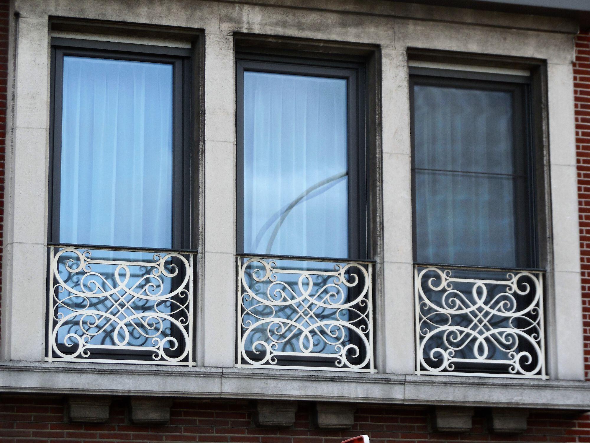 Minister Tacklaan 117 Smeedijzeren balustrades .JPG