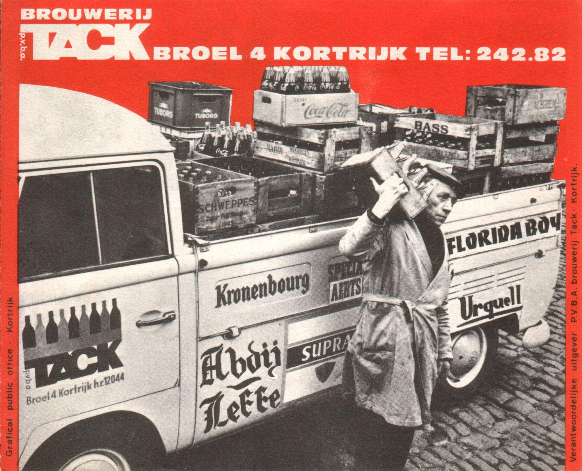 Remietje Wiitebroodt verkoopt huis aan huis.1969