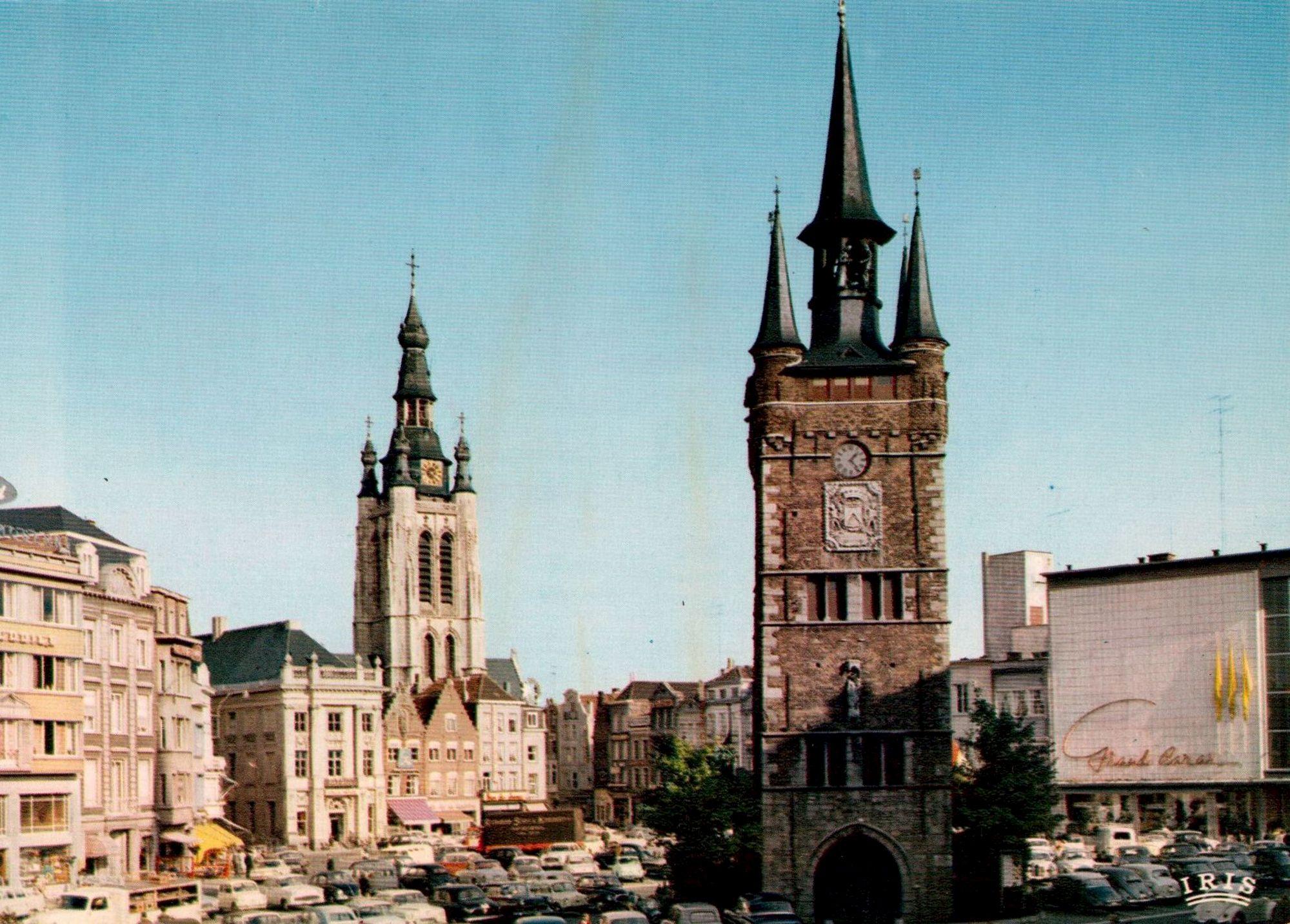 Grote Markt, belfort en stadhuis