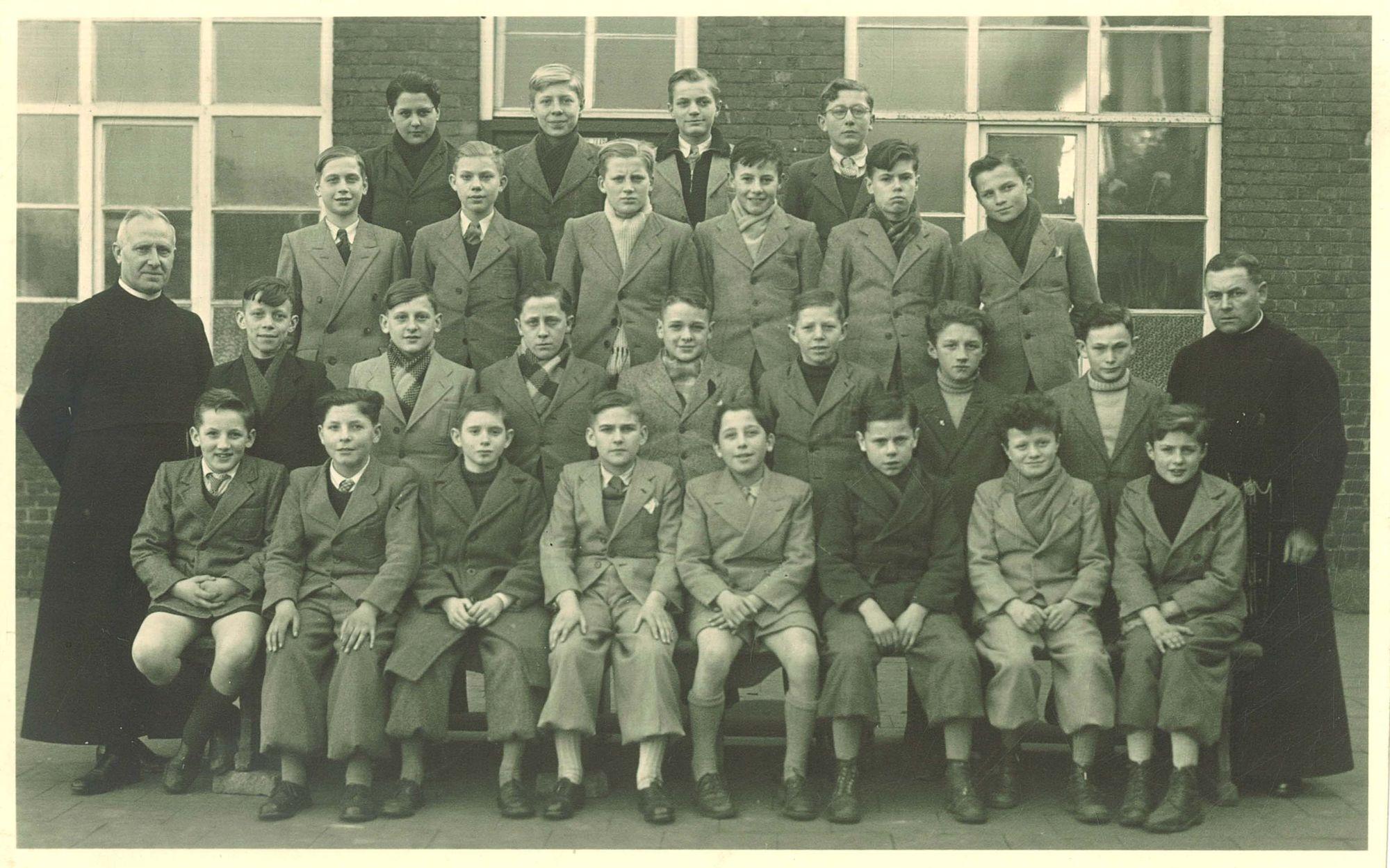 Klasfoto 7e leerjaar 1949, Broederschool Overleie