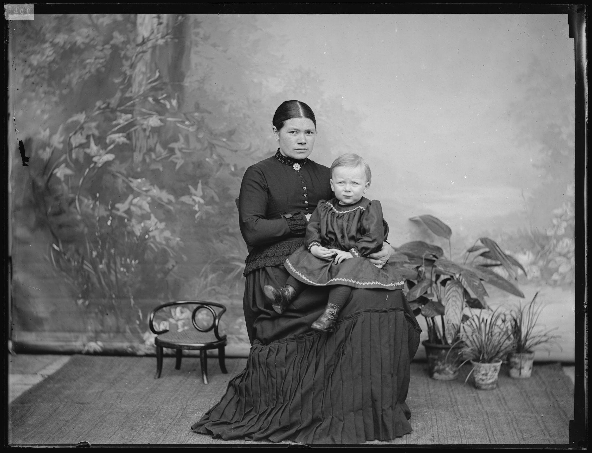 Portret van vrouw met kind