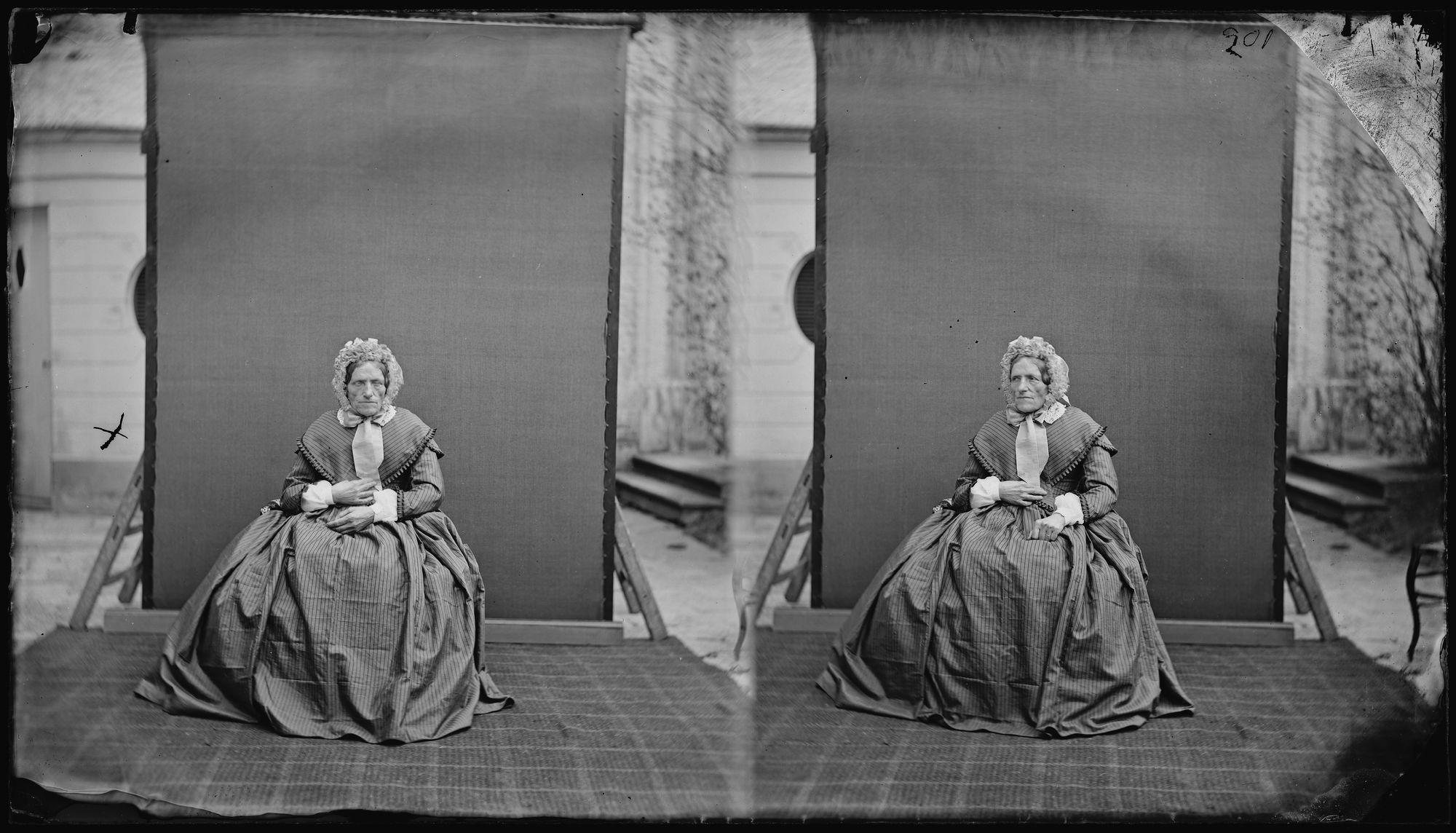 Portret van een oude dame met kapje