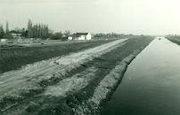 Het nieuwe kanaal Bossuit-Kortrijk aan de Kraaibosstraat te Moen 1980