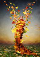 Vrouw bedekt met bladeren
