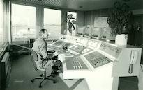 Bedienpost van de nieuwe sluis op het kanaal Bossuit-Kortrijk te Moen 1980
