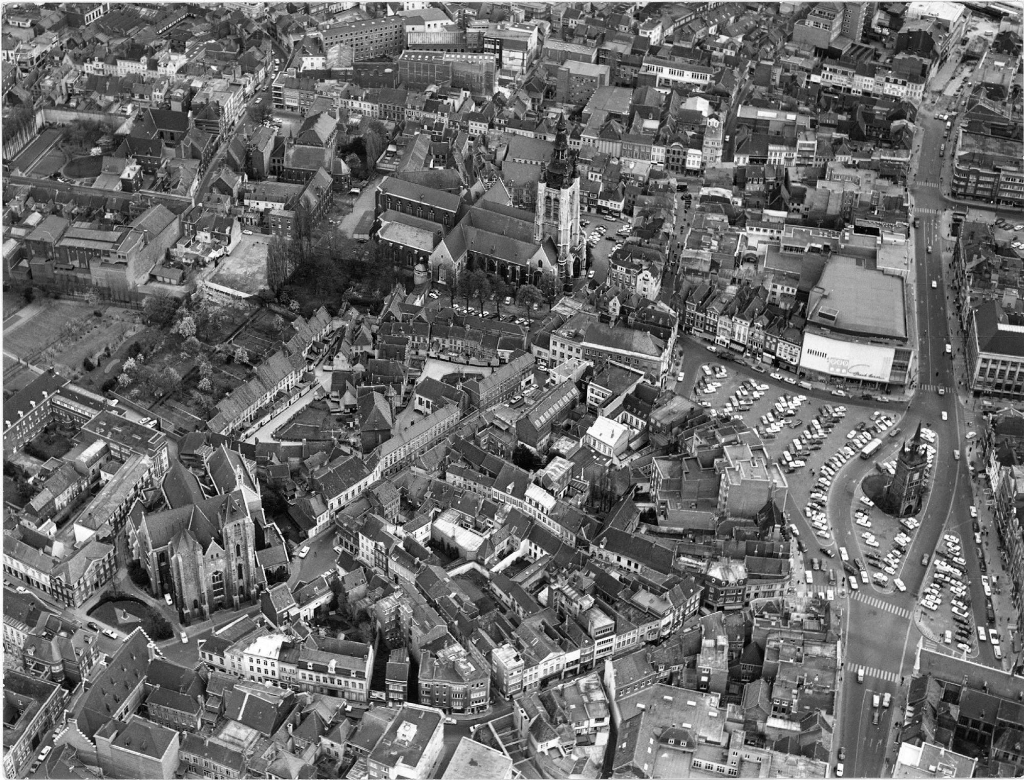 Panoramafoto van het historisch centrum van Kortrijk