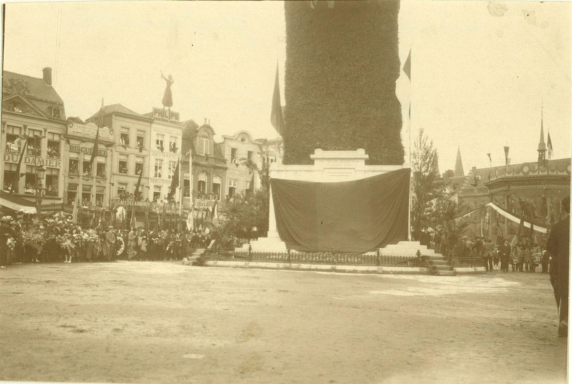 Inwijding van het oorlogsmonument 1914-1918 door prins Leopold