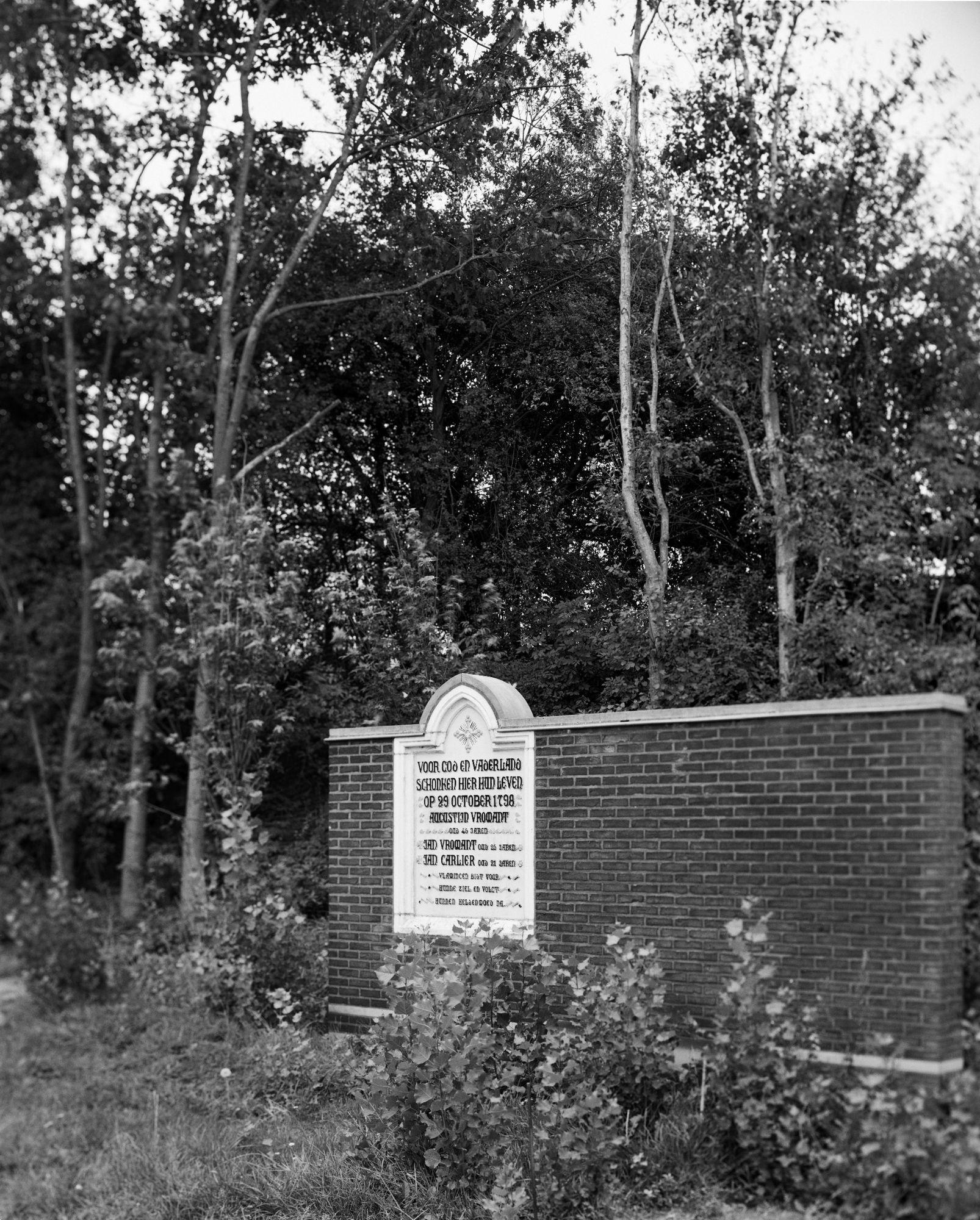 Gedenkplaat in de Markebekestraat te Kortrijk van slachtoffers tijdens de Boerenkrijg in 1798
