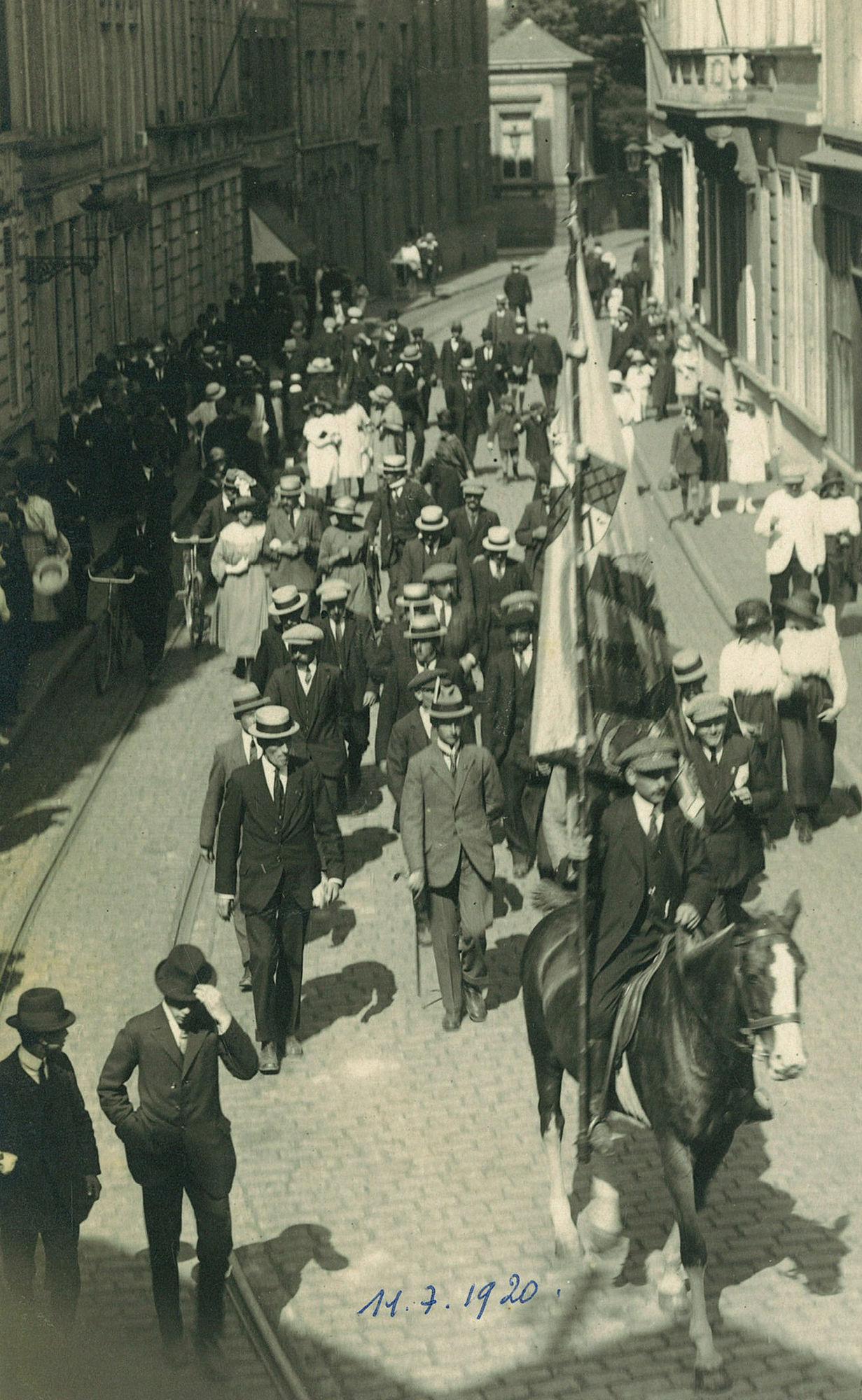11 Julistoet, 1921
