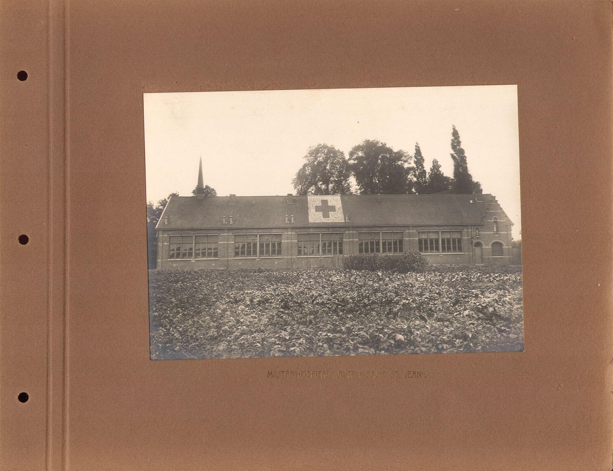 De oude Sint-Janskerk in Kortrijk, tijdens de Eerste Wereldoorlog