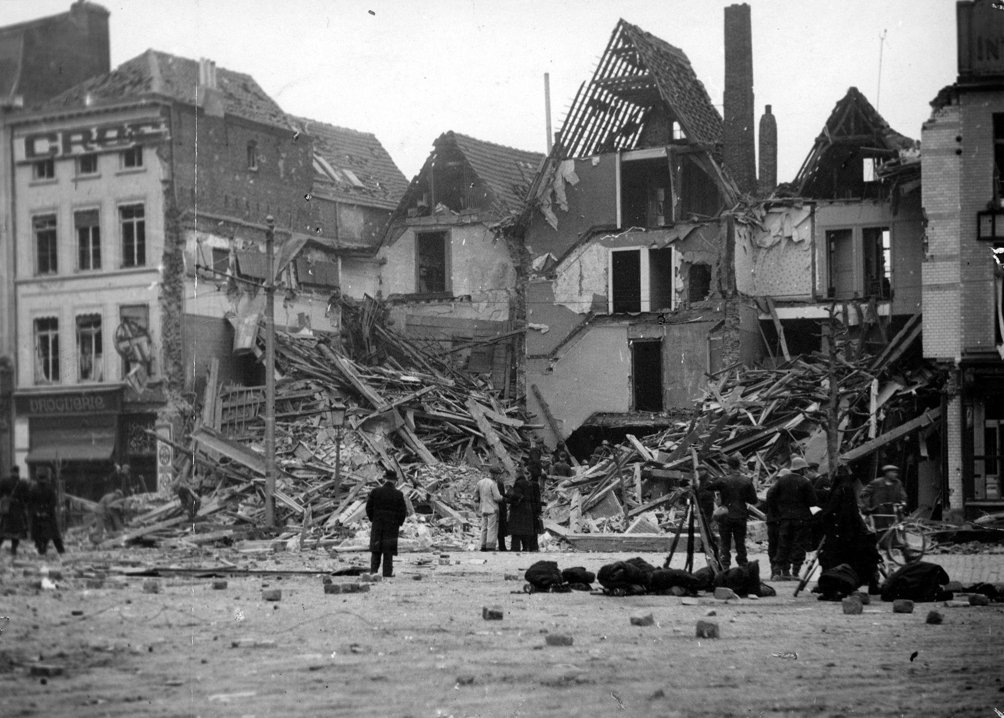 Bombardement Grote Markt (Oostzijde) 26 maart 1944