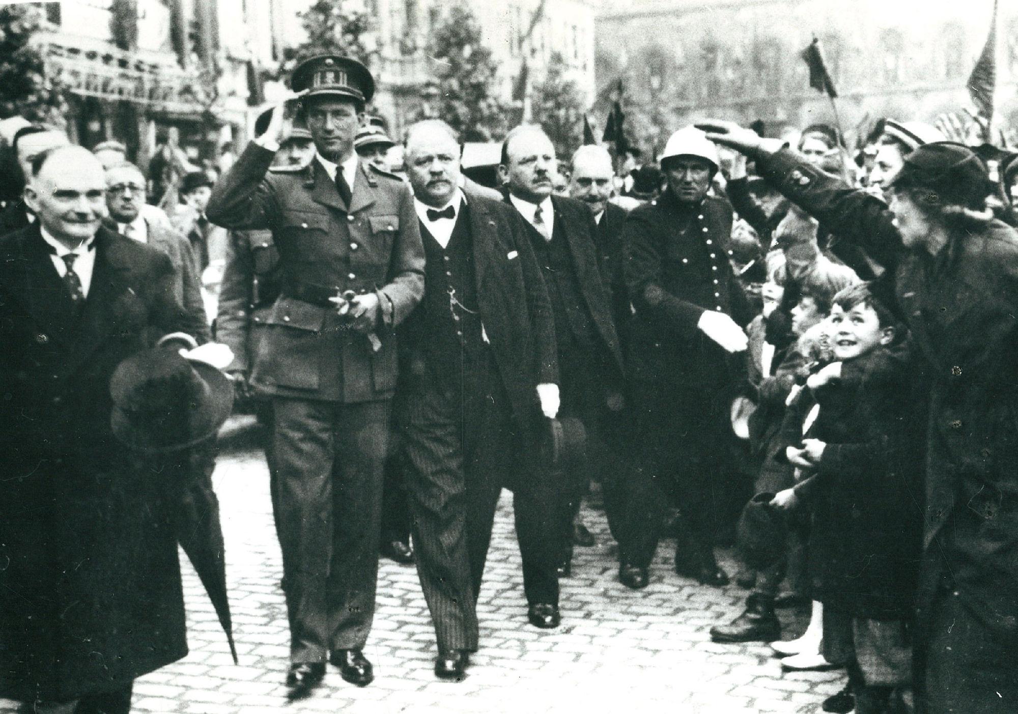 Koning Leopold III met Burgemeester Arthur Mayeur te Kortijk op 18 mei 1937