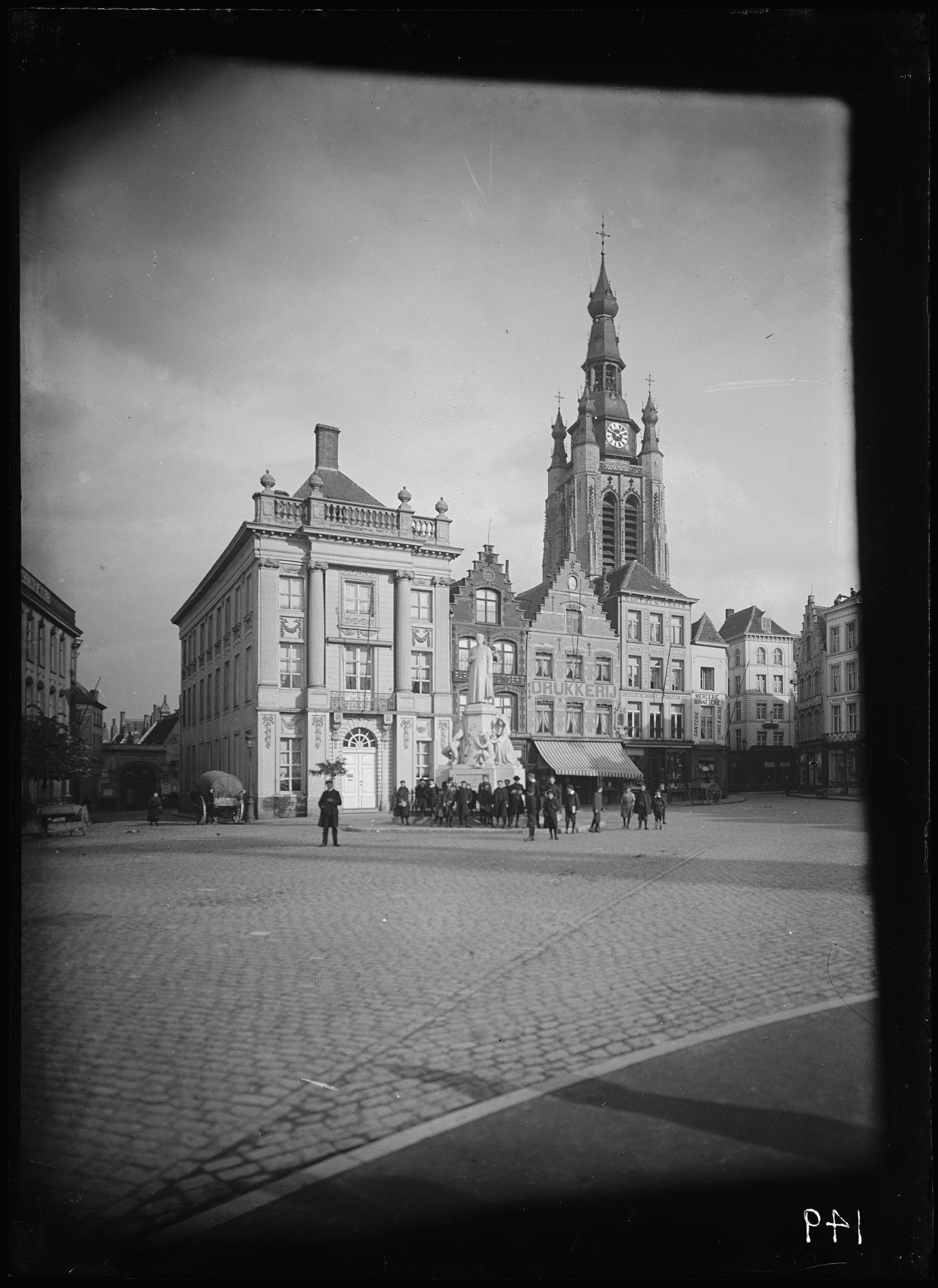 Grote Markt met standbeeld de Haerne