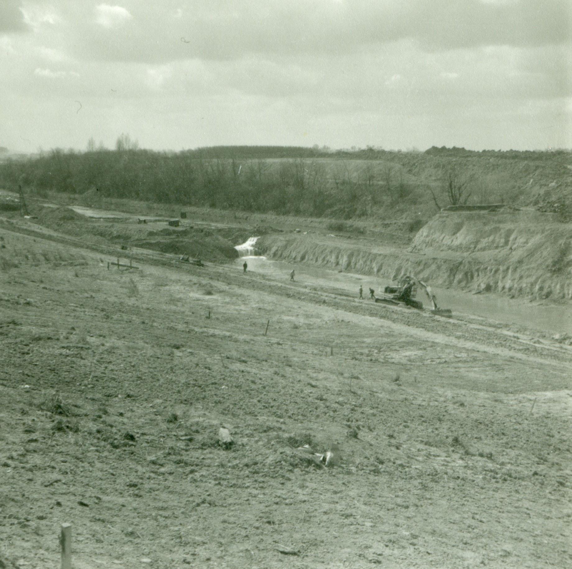 Graafwerken aan de tunnel op het kanaal Bossuit-Kortrijk in Moen 1970-1973