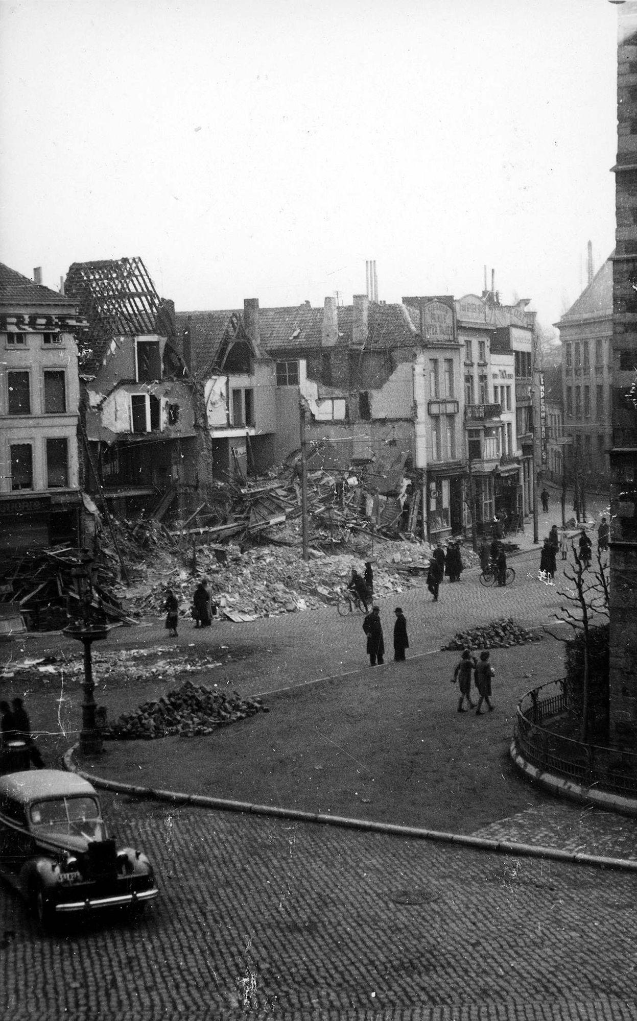 Grote Markt, (Oostzijde) 26 maart 1944