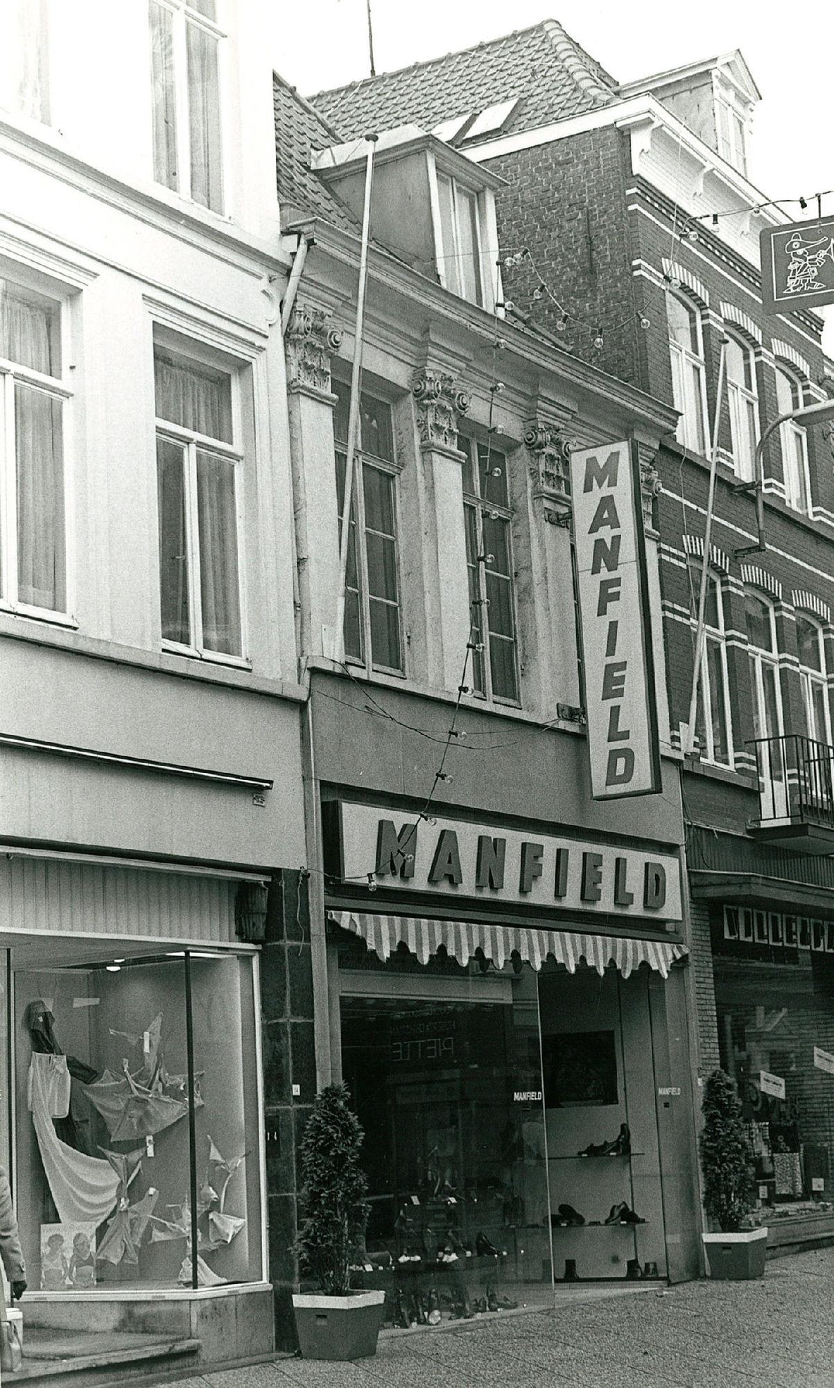 Winkel Manfield in de Korte Steenstraat