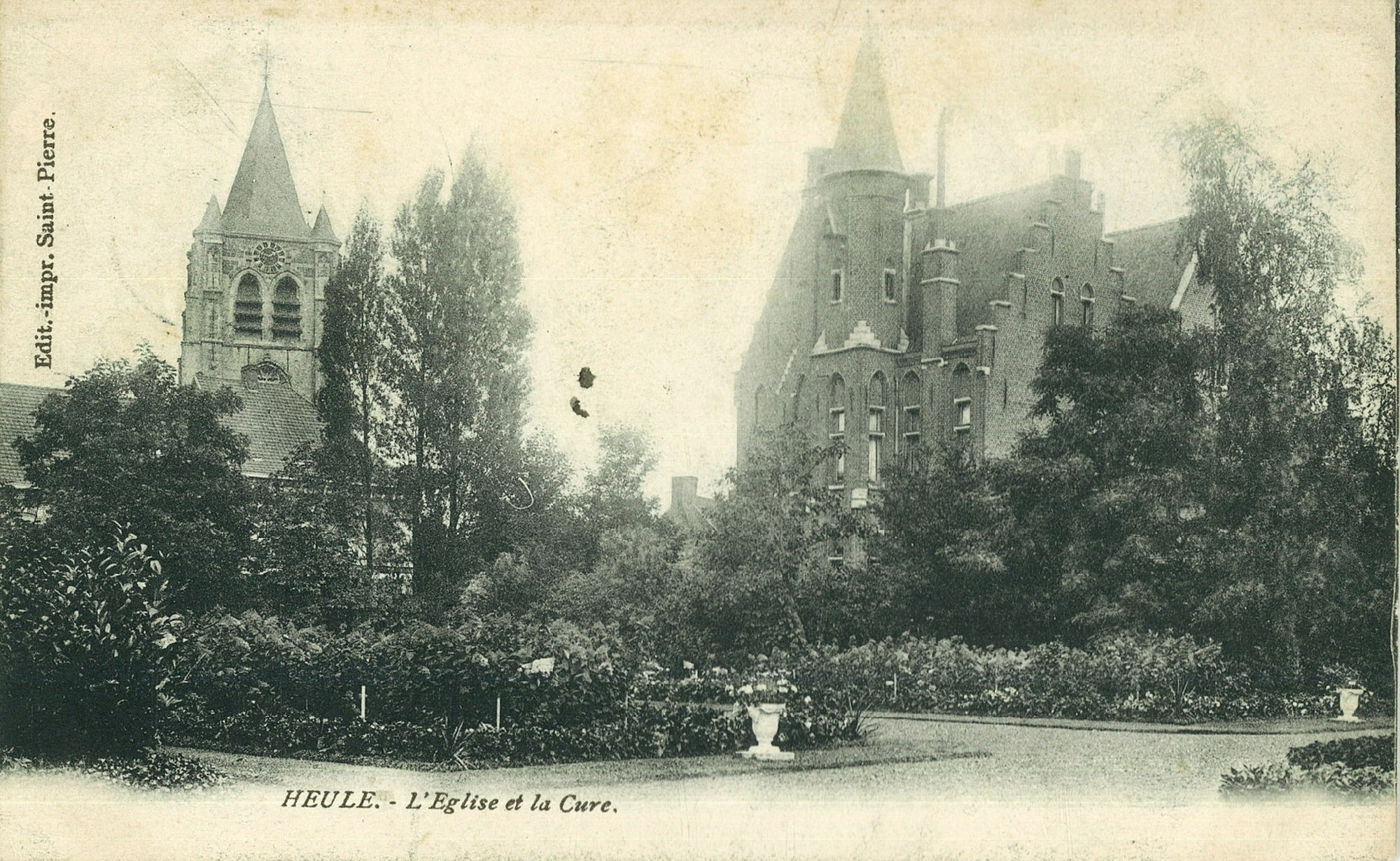 Sint-Eutropiuskerk en pastorij van Heule