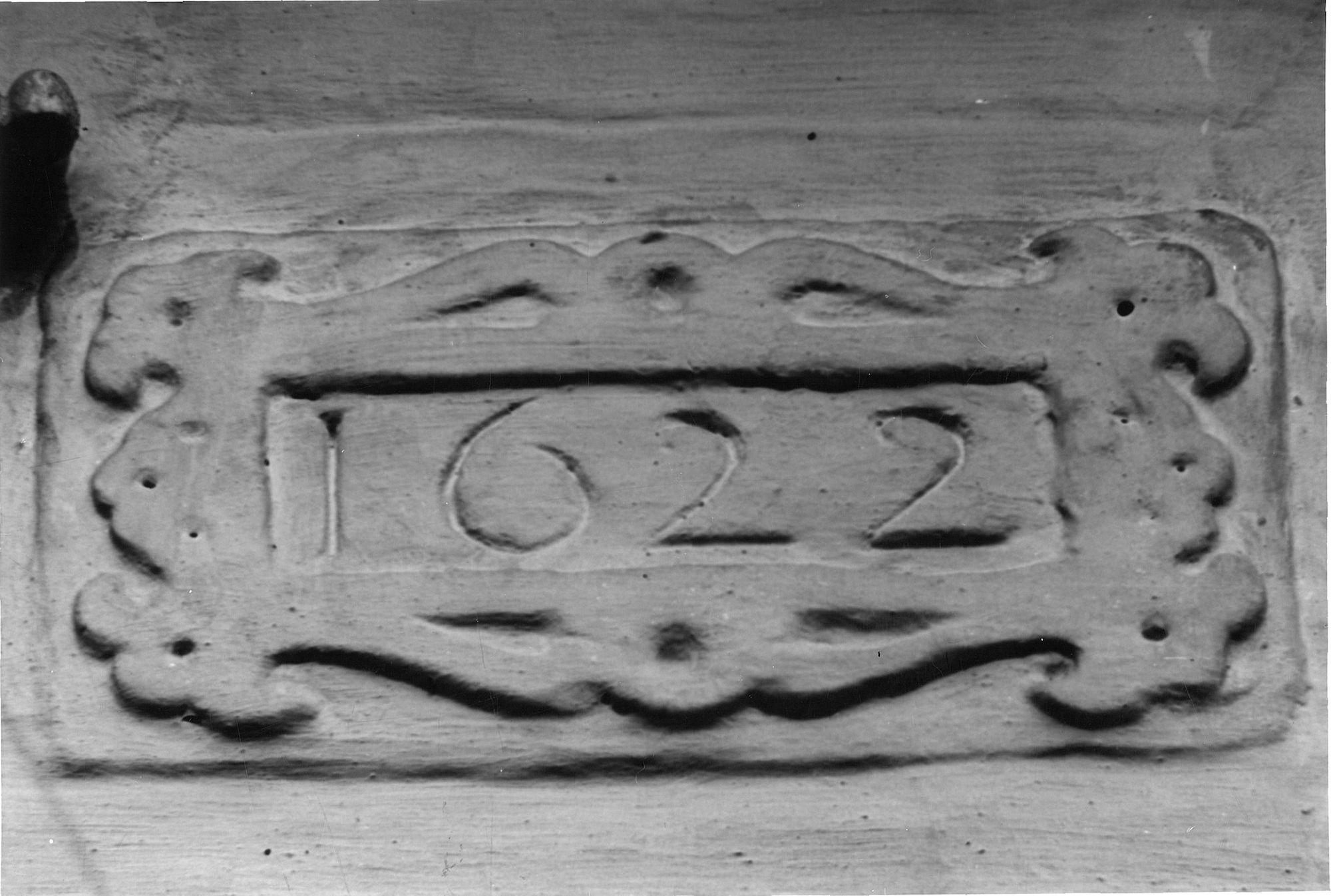 Cartouche met datum aan huisje nr 17a van het Begijnhof