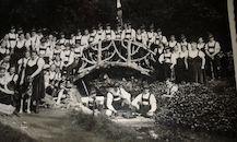 Groep in Tirolderkledij