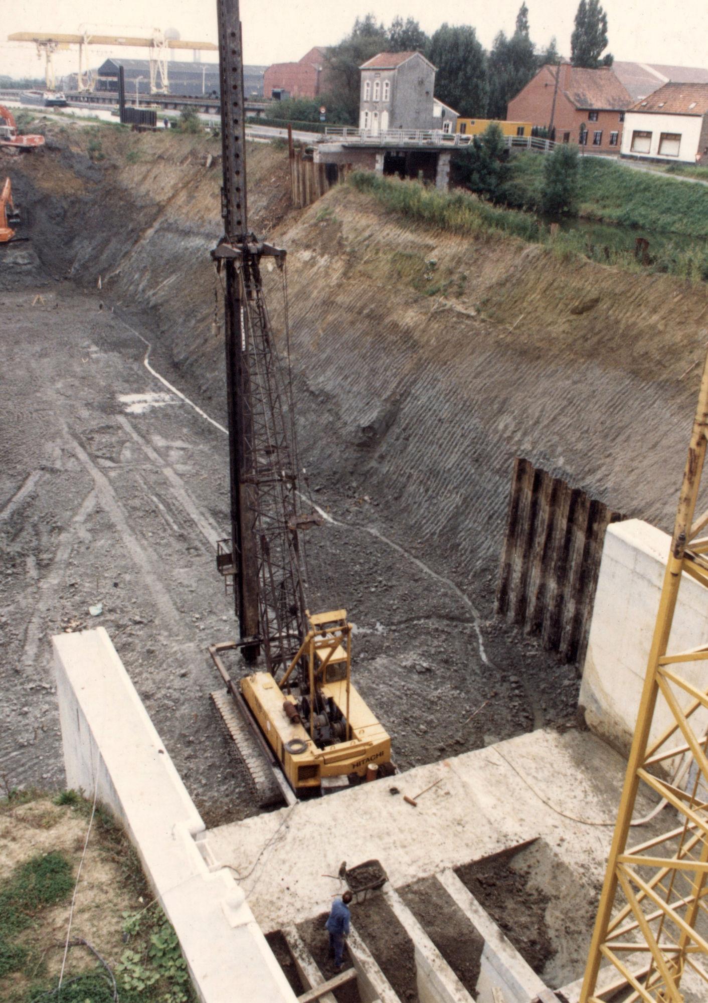 Bouw van de nieuwe sluis op het Kanaal Bossuit-Kortrijk in de Deerlijkstraat te Zwevegem 1987