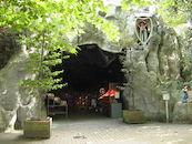 Lourdesgrot aan de Sint-Antoniuskerk in Kortrijk