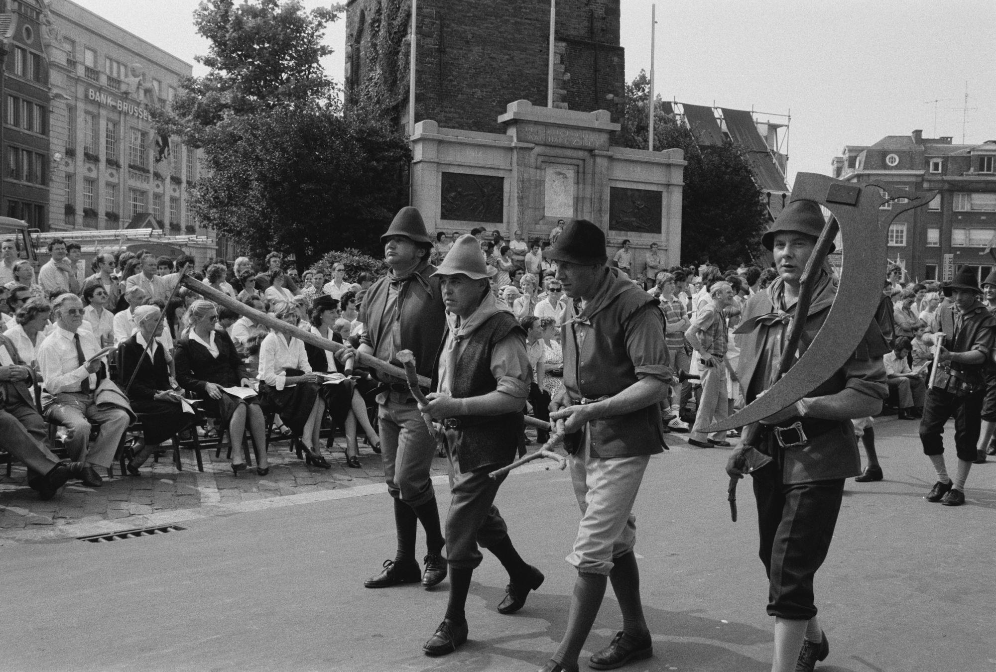 Optocht tijdens de 11 juliviering 1982, boeren