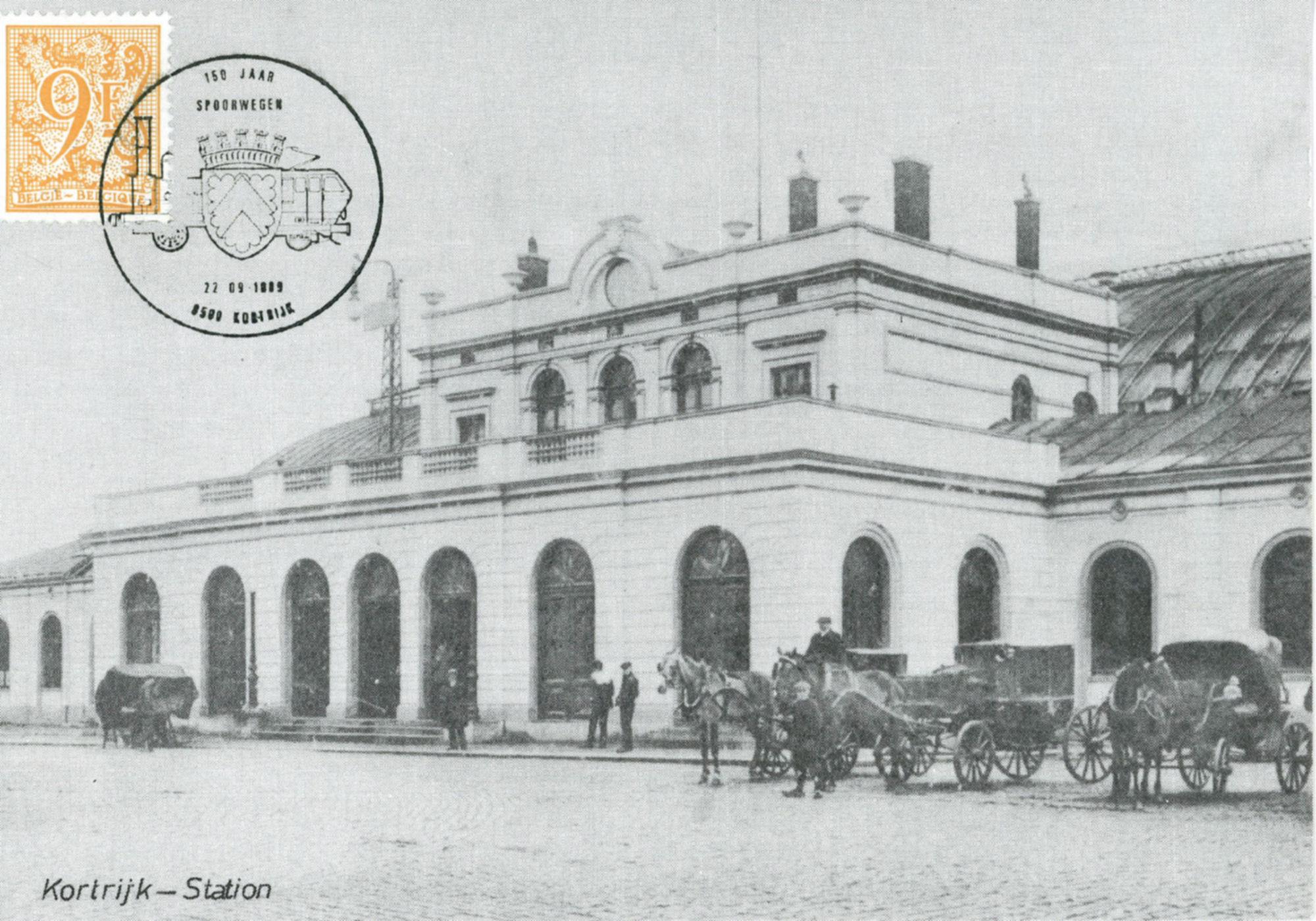 Het stationsplein met het oud stationsgebouw