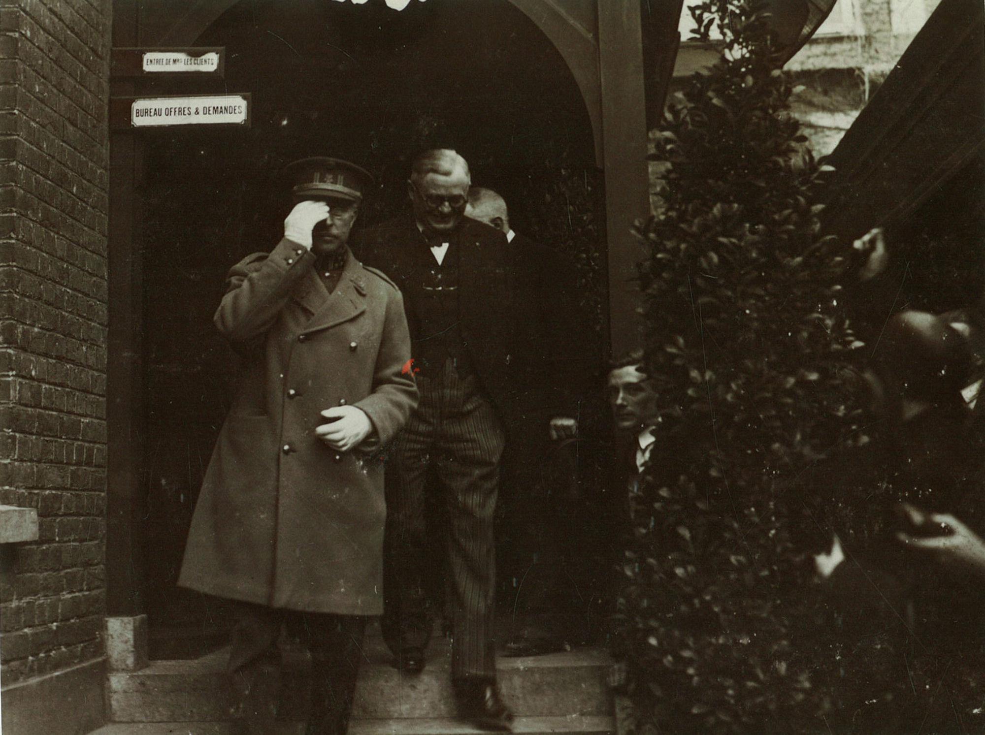 Koning Albert I bezoekt werkhuizen De Coene op 19 april 1929