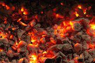 Brandend houtskool