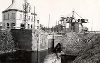 Vernieling van de brug over kanaal Bossuit-Kortrijk aan Sluis Nr. 6 te Zwevegem 1941