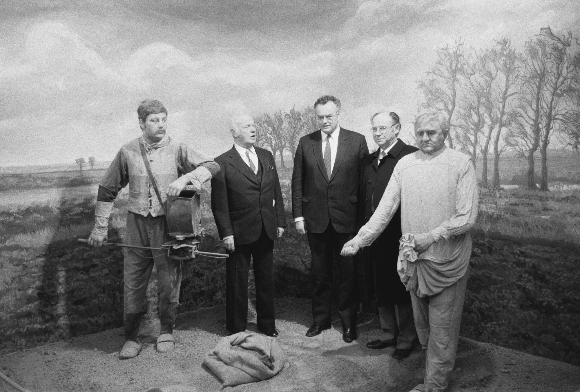 Minister Decoene op bezoek in het vlasmuseum